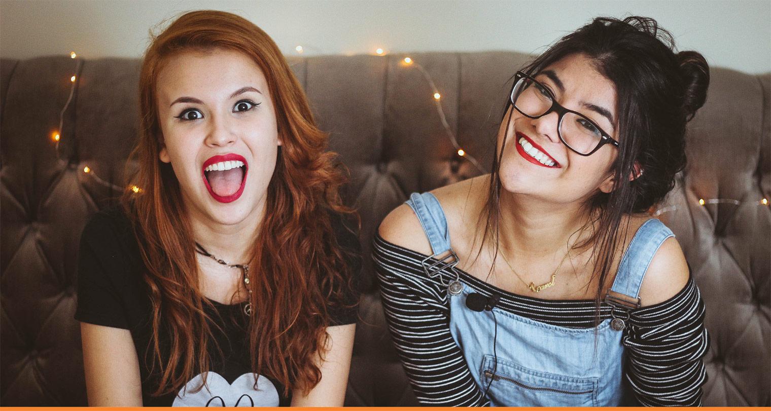 2 student girls